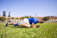 Exercice de jeune homme extérieur Photographie stock