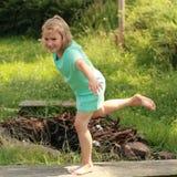 Exercice de la petite fille Photos stock