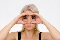 Exercice de visage pour le hibou de femmes photo libre de droits