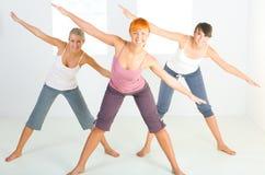 exercice des femmes de groupe images stock