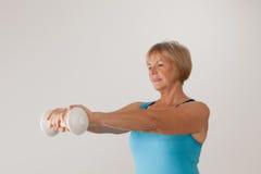 Exercice mûr de femme Image stock