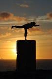 Exercice pendant le coucher du soleil Photographie stock libre de droits