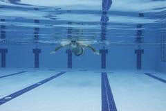 Exercice sous l'eau Image stock
