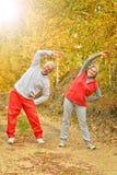 Exercice supérieur convenable de couples Photo libre de droits