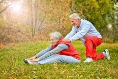 Exercice supérieur convenable de couples Images stock