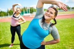 Exercice sur la pelouse Images stock
