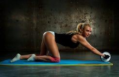 Exercices abdominaux Images libres de droits