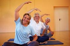Exercices arrières en gymnastique Photo libre de droits