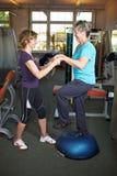 Exercices de équilibrage en gymnastique image stock