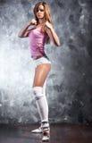 Exercices de forme physique de jeune femme photo libre de droits