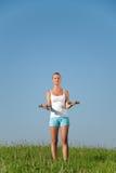 Exercices de forme physique de jeune femme Photographie stock libre de droits