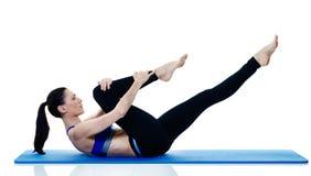 Exercices de los pilates de la aptitud de la mujer aislados Foto de archivo libre de regalías