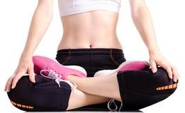 Exercices de sports d'espadrilles de guêtres de sports de jambes de femme Images stock