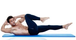 Exercices dei pilates di forma fisica dell'uomo isolati Immagini Stock