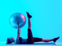 Exercices dos pilates da aptidão da mulher Imagens de Stock