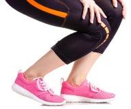 Exercices femelles de sports d'espadrilles de guêtres de sports de jambes Images stock