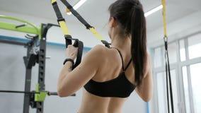 Exercices gymnastiques de jeune femme clips vidéos