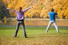 Exercices physiques dehors Photographie stock libre de droits