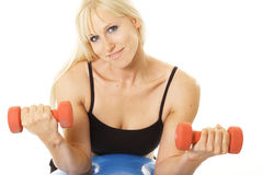 Exerciser smiling with dumbbells Royalty Free Stock Photography