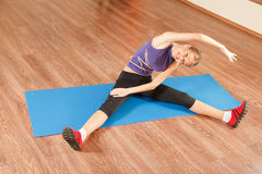 Exercising in gym Royalty Free Stock Photo