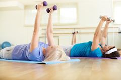 Exercising in gym Royalty Free Stock Photos