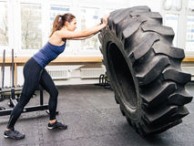 Exercising with tire at crossfit gym Royalty Free Stock Photos