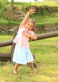 Exercitando a menina de sorriso Imagens de Stock