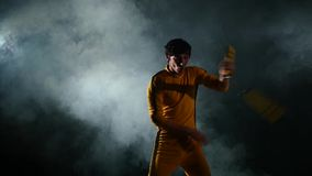 Exercite com nunchaku, do karaté novo vídeos de arquivo