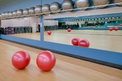 Exercite esferas na ginástica imagens de stock