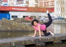 exersising妇女都市的体育 免版税库存图片