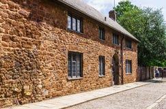 exeter 2-ое июня 2018 Красивые, средневековые дома вокруг квадрата около собора Эксетера Девон, южная западная соединенная Англия стоковое изображение rf
