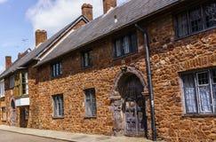 exeter Juni 02, 2018 Härliga medeltida hus runt om fyrkanten nära den Exeter domkyrkan Devon södra västra England som förenas royaltyfri bild