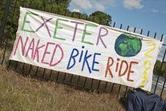 Exeter retient la conduite nue de vélo photo stock