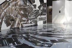 Exhiba las fotos de la pared al piso Imagen de archivo