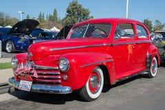 Exhibición clásica de la puerta de Ford Super Deluxe Sedan Two Fotos de archivo