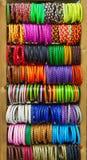 Exhibición colorida de las ventas de la pulsera Foto de archivo