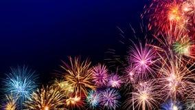 Exhibición colorida de los fuegos artificiales en azul marino Imagen de archivo libre de regalías