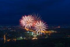 Exhibición colorida de los fuegos artificiales en Chiangmai Foto de archivo libre de regalías