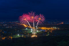 Exhibición colorida de los fuegos artificiales en Chiangmai Fotografía de archivo