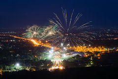 Exhibición colorida de los fuegos artificiales en Chiangmai Imágenes de archivo libres de regalías