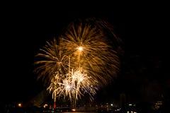 Exhibición colorida hermosa del fuego artificial para la celebración nuevo YE feliz Imágenes de archivo libres de regalías
