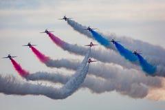 Exhibición de Airshow Bournemouth - de RAF Red Arrows foto de archivo libre de regalías