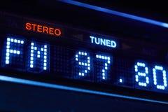 Exhibición de la radio del sintonizador de FM Estación digital estérea de la frecuencia adaptada imágenes de archivo libres de regalías