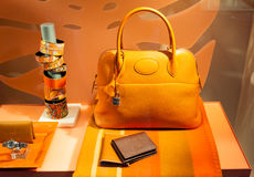 Exhibición de la ventana del boutique de la moda Fotografía de archivo libre de regalías