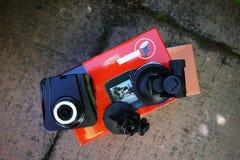 Exhibición de la videocámara del coche Video para registrar la situación del tráfico mientras que conduce su coche fotos de archivo libres de regalías