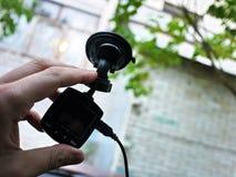 Exhibición de la videocámara del coche Video para registrar la situación del tráfico mientras que conduce su coche imágenes de archivo libres de regalías