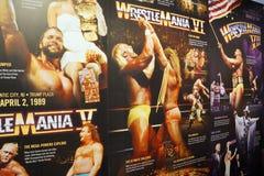 Exhibición de los carteles de Wrestlemania que se extienden de Wrestlemania 5-7 Imágenes de archivo libres de regalías