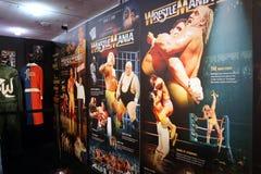 Exhibición de los carteles de Wrestlemania que se extienden de Wrestlemania 1-3 Imagenes de archivo