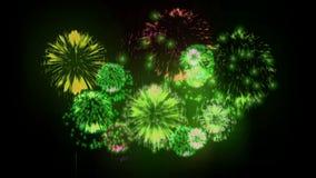 exhibición de los firewoks 4K fireckrackers coloridos en la noche del día de fiesta Versión 6 ilustración del vector