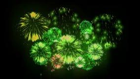exhibición de los firewoks 4K fireckrackers coloridos en la noche del día de fiesta Versión 8 almacen de metraje de vídeo